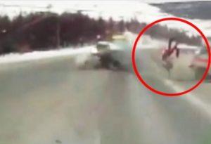 Беременная женщина вылетела из скорой помощи на ходу