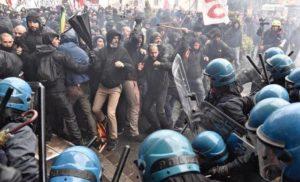 В Рио-де-Жанейро массовые столкновения между протестующими и полицией