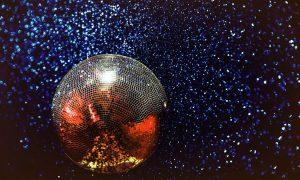 Тренды: Почему стиль диско снова в моде?