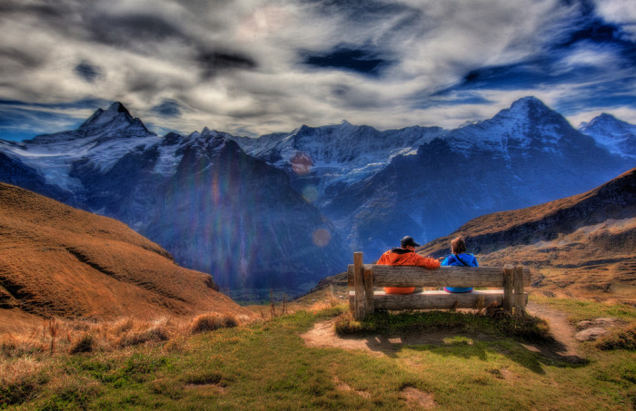 Обозревая вид Швейцарских Альп