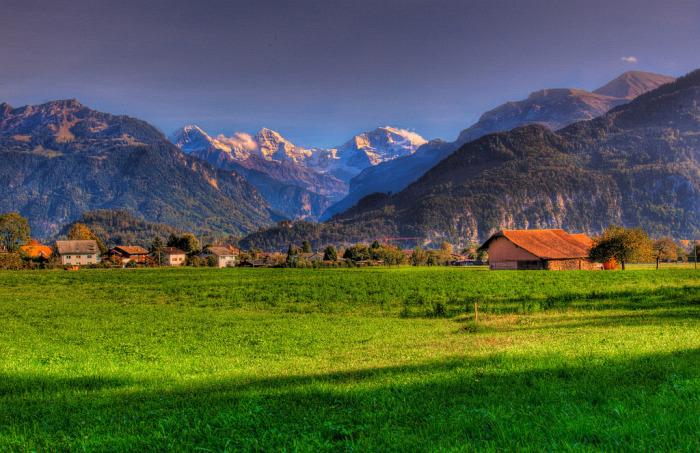 Типичный вид швейцарской деревни