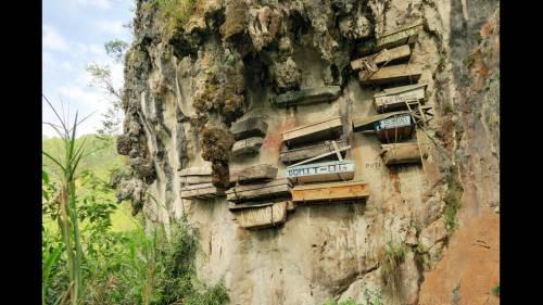Висячие гробы на Филиппинах