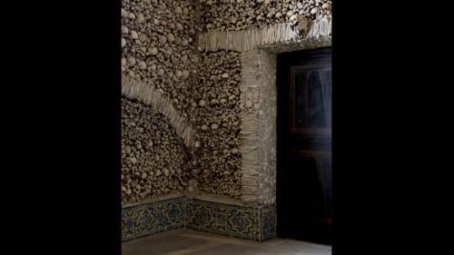 Часовня из черепов в Португалии